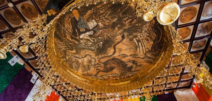 Kutchan-Daibutsu-ji---ceiling-paing-by-Master-Ninzui---Alister-buckingham