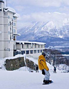 niseko_prince_hotel_hirafutei_yotei_view_200515_medium-1000x530_c